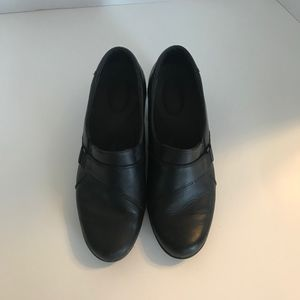 Clarks black leather clogs with buckle detail 8.5B
